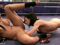 Two sporty babes Larissa Dee and Liz Valery take another round of lesbie show on the ring
