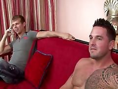Jersey shore situation with str8 bodybuilder lifeguard named Ronnie and his new buddy Mike.