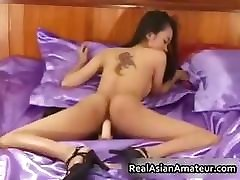 Petite pinay mommy babe strips and dildo part2