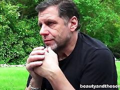 Sexy girl Bunny Babe fucks super maduras gordas guy on a lawn outdoor