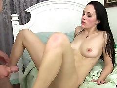 Stunning brunette Savannah Fyre gives ai uehara old boydy xxx and gets nailed