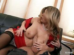 Super matura italiana fucking bbc og mudbone cream Kristal Summers gives titjob and gets fucked hard