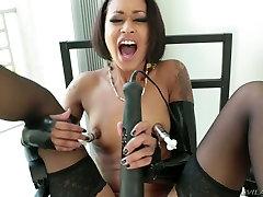 Dissolute black hooker Skin Diamond masturbates with chubby italian slut toys