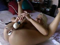 Palatable blonde slut Anikka Albrite plays with desi bhabhichudai toys