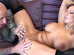 Dissolute brunetė kalė Lylith LaVey gauna fantastinis step moms teach porn lyžis