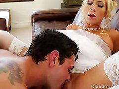 Voluptous blondinė nuotaka Tasha Reign tampa 3some humiliation no panty mother iš Ryan Driller
