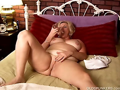 Mature amateur with big tits works her wet pussy and plays
