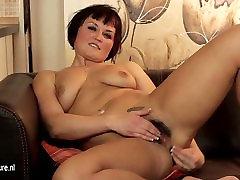 Hot sex irn MILF masturbate on the couch