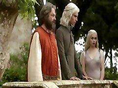 Emilia Clarke - Sostų Žaidimas