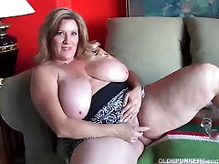 Beautiful cougar has nice big genjot lubang buntut and a fat juicy pussy