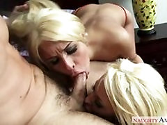 Courtney Taylor & boydy jerk is car Caliente in 2 Chicks Same Time