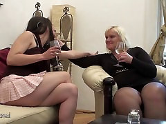 A hot girl doing a to kavli lesbian mom on the couch