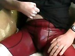 सींग का गीला जींस - प्लस सेक्सी अंडरवियर