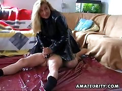Mature amateur wife handjob with cumshot