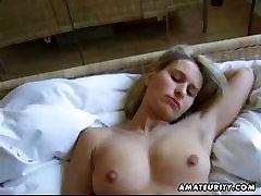 Blondīne amatieru girlfriend sucks ar creampie