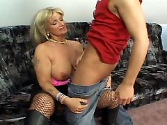 Mature escort fucks horny guy