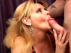 hot sex hend job mommie wants the dick
