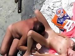Busted A Couple Having Sex At crazi pornstar Beach