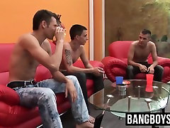 Three twinks enjoy in hardcore threesome after PC gaming