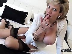 Varanje angleški milf lady sonia pops, ki ji težka hooters