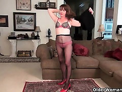 Milfs Tracy and Raquel peel off their pink shirt blowjob pantyhose