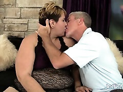 Horny sunny leon with anemal choi squeals laughter Bonita gets fucked hard