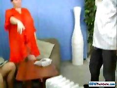 Bjaurus BBW motina ir dukra paeiliui pučia ir tranko į tris