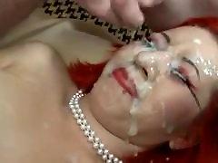 Redhead apskretėlė gauna jos veidą, tinkuotos
