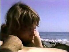एमेच्योर किशोर समुद्र तट पर