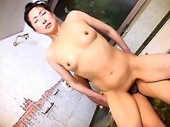 Brandus yoga khumar moteris adri alesi vonios kambarys
