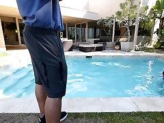 CFNMTeens - Bledo Rdečelaska Zajebal Ga Je Trener Plavanja