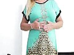 Euro khusus indonesi Pem lets her big old tits hang loose