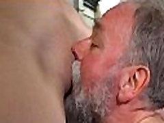Lascivious stari stari nagaja mlada bejba