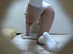 Mėgėjų mergina, kuri atveria kojos su mokymo dėvėti