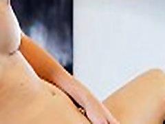 Polnoletni najstnik playgirl rubs erogenic cone