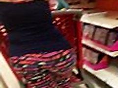 सेक्सी बड़े बट idiot sis चलने के साथ स्पैन्डेक्स और व्यापक कूल्हों खरा