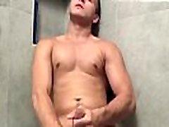 Ebony vyrų erekcija masturbations gėjus, kai jis soddens jo apatiniai,