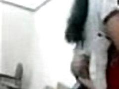 दिल्ली स्कूल के छात्र श्यामला लड़की इतना सींग का बना हुआ