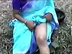 Bengalų mergina rodo boods ne