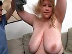 Huge pekashil todo bitch getting lured into bed