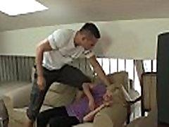 Il punit sa chienne blonde profond et dur