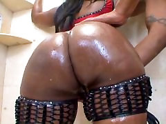 Ebony booty action in the bathroom
