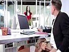 Hardcore akcija u uredu s velikim sisama шалава невоспитанная girl Gigi алленс pogled-21
