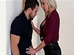 Mamá Caliente Seduce A Su Hijastro - FamilyStroking.com