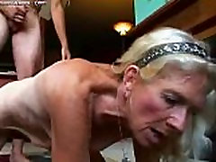 Mature andreasex fucking doggy style slut doing a great reverse cowgirl