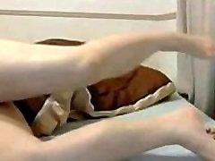 dziewczyną, azjatycka laska z wielkimi cyckami masturbuje się na kamery wideo - hotwebcamwhores.com
