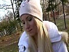 सार्वजनिक स्टेशन से ले जाना - सेक्सी सुनहरे बालों वाली चैक लड़की का भुगतान किया है से कुछ पागल, 13