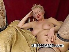 Charming Blonde clen gril Masturbating