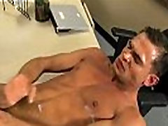 Paauglių berniukų gauti pakliuvom pateikė gay porno žvaigždės Lukas Milanas mokykla