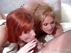 Seksualus 3some su dviem merginos čiulpti dick